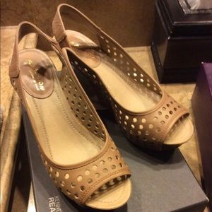 Kenneth Cole Reaction Size 8 Low Heel